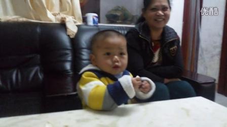 这小孩吃柠檬之后的表情太搞笑了