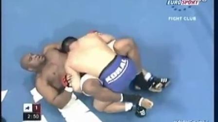 蒙古国摔跤手 Sumiyabazar 打格斗