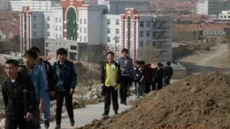 内蒙古赤峰市敖汉旗新惠现在职业学校          12秋汽修班永远的兄弟