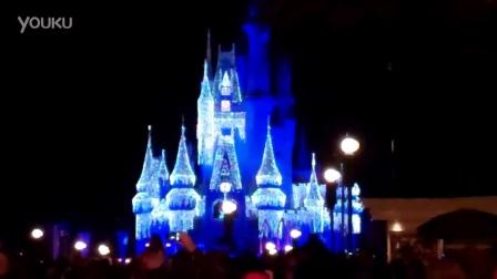 [迪士尼][圣诞灯打开灰姑娘城堡!]