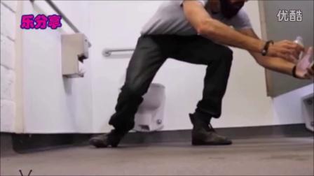 【乐分享】国外恶搞厕所里播放岛国动作片还啪啪啪