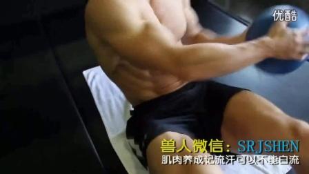 健美训练哑铃健身肌肉教程肌肉男被打腹肌腹肌板锻炼视频体