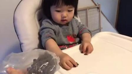 20160324小馒头1岁11个月14天—吃葡萄干