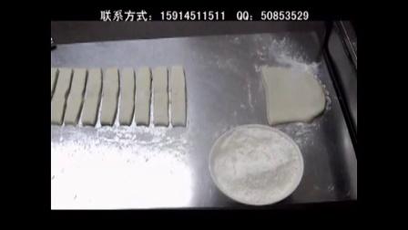 卖健康国标油条 100根8分钟抢光[说天.  油条豆浆的制作方法