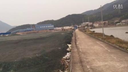 福建宁德镍合金厂将冶炼产生的废渣非法倾倒在海边滩涂上