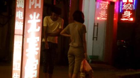 临沂夜场门口的男男女女