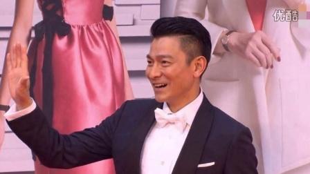 """金像奖红毯:刘德华带""""标准式微笑""""帅气亮相"""