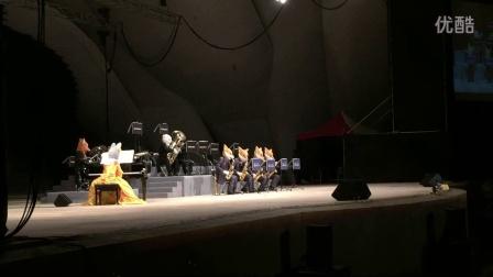 日本動物樂團花絮3請注意台下上方的燈⋯⋯大雨滂礡⋯依然不減粉絲熱愛的動物樂團