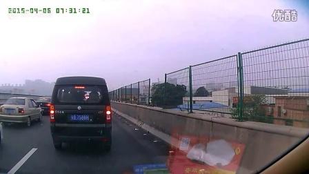公里随处小便的不少,高速堵车直接开门大便的第一次见