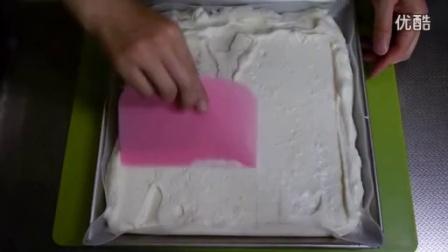 草莓瑞士卷Strawberry Milky White Swiss Roll Cake Recipe_标清