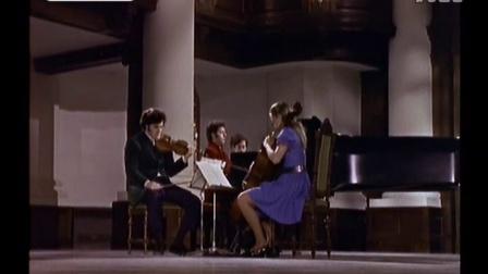 杜普蕾&巴伦博伊姆&祖克曼 演奏《贝多芬D大调第5号钢琴三重奏鬼魂》