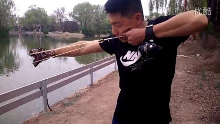 鱼镖教程 弹弓苹果 新手弹弓射鱼教程
