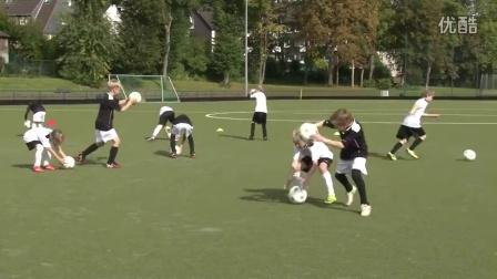 幼儿足球训练视频:德国青训体系启蒙课程第25课