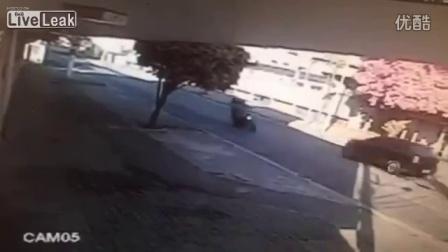 疯狂的摩托车事故之人车齐飞