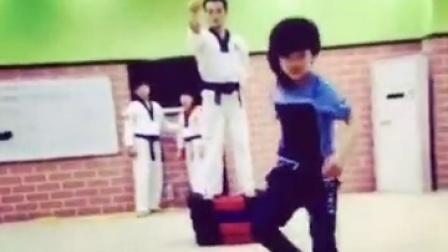 龙拳小子---中国龙队示范团训练视频