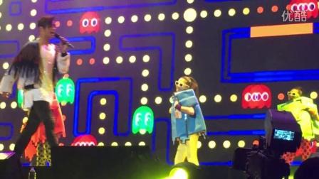 """160423 罗志祥""""Crazy World""""演唱会上海场——幸福啰(弹吉他)+从爱发落+爱疯头"""