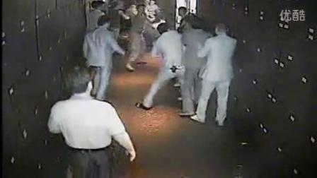 监控实拍黑社会洗浴中心群殴打架