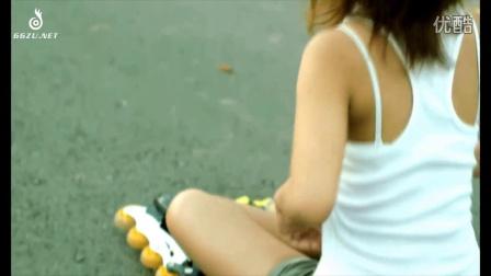 纯为开心的业余轮滑女孩