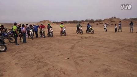 鄯善越玩越野越野摩托车沙漠攀爬赛国产组