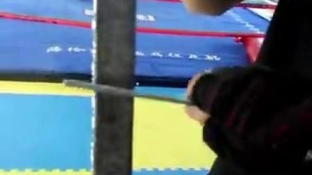 永济散打泰拳俱乐部教练苗文超脚踢铁板