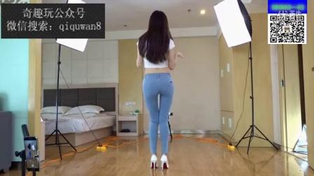 正面浅蓝牛仔裤 韩舞