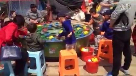 胶州 人民广场钓青蛙