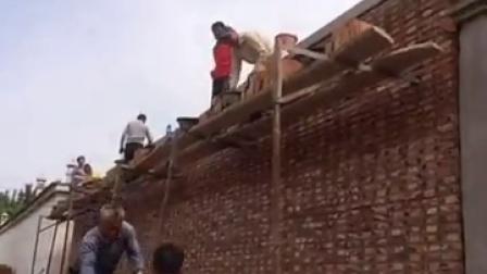 农民工的技能真的给跪了为他的辛苦奉献一砖一瓦改成现在的房子帮他们点赞吧