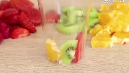 【超棒的自制水果冰棍】水果可以根据自己口味选,能加水、酸奶、蜂蜜、饮料、朗姆酒…|人民网