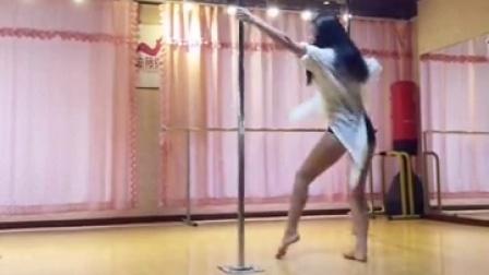 北京迪薇钢管舞 爵士舞 肚皮舞运动健身中心 性感优美钢管舞欣赏