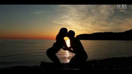 黄昏夕阳时男女亲吻日落高清实拍