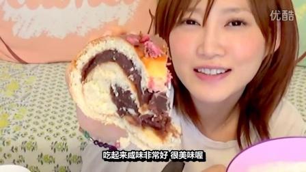 [K分享] 吃货木下:有樱花花瓣的特大红豆面包+牛奶!(中文字幕)