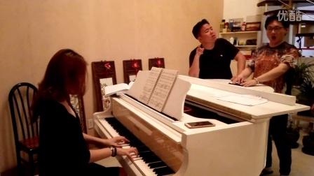 《我爱五指山我爱万泉河》演唱:董研峰、陈大帅、张哲  钢琴伴奏:点点