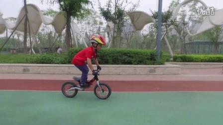 """PUKY""""小骑士""""平衡车进阶骑行4岁小猪平衡车的炫酷骑行"""