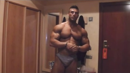 浴室里的肌肉男朋友