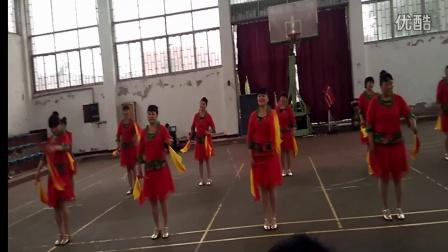 一等奖作品:第二夢广场舞《原香草》队形版
