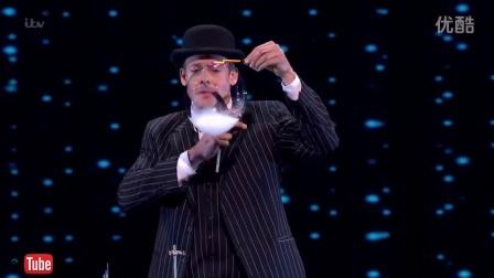 【你绝对没看过】英国魔术师丹尼斯洛克表演的神乎其技的吹泡泡表演