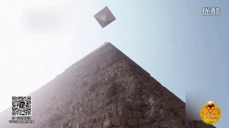 2016年4月埃及金字塔上空悬浮的金字塔形UFO