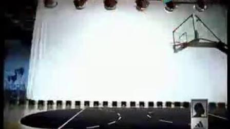 科比训练中三分线起跳扣篮,这球感觉略假!