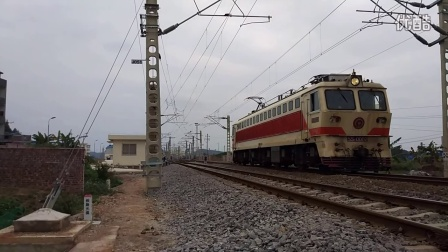 宁局邕段 韶山7 0002 驶出南宁南机务折返段