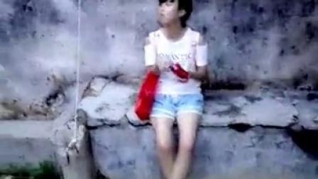 微信小视频:实拍美女Q友静静的妹妹在吃薯片!
