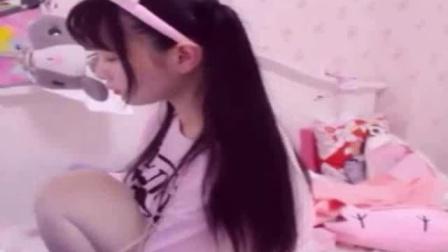 新浪微博@H工口小学生赛高 粉色 粉丝互动直播大白腿可以摸一辈子