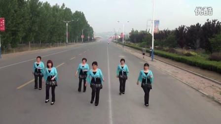沂水县沙沟镇中老年广场舞2015年5月17小苹果_1