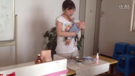 母婴护理实操:为婴儿测肛温