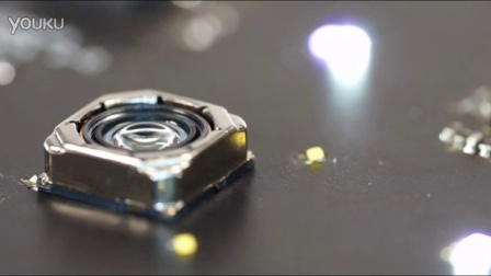 Close-up of motorized lens movement and light dimming,upeek便携专业显微镜电动对焦展示