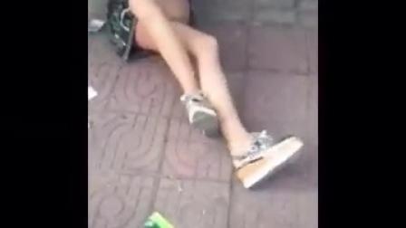 河南驻马店原配当街骑在小三身上 鞋底狂抽PP !