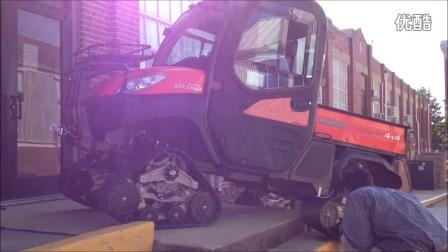 久保田农夫车1100(Kubota RTV1100)配置Mattracks全地形橡胶履带轮上台阶视频