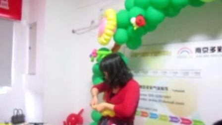 魔术艺术气球培训机构之小熊维尼简单造型教程视频图解