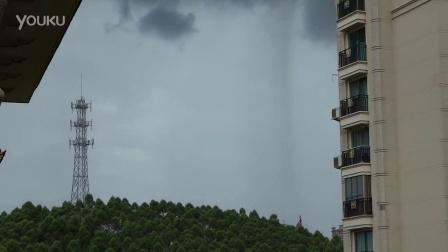 一条黑的下面是暴雨,越远越弱,一会就雨到。