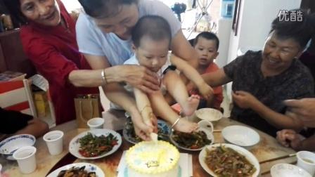 VID_20160705_123049宝宝周岁 寿星切蛋糕