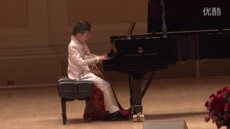 王馨仪和张睿宏在卡内基斯特恩主厅表演《春节绪曲》
